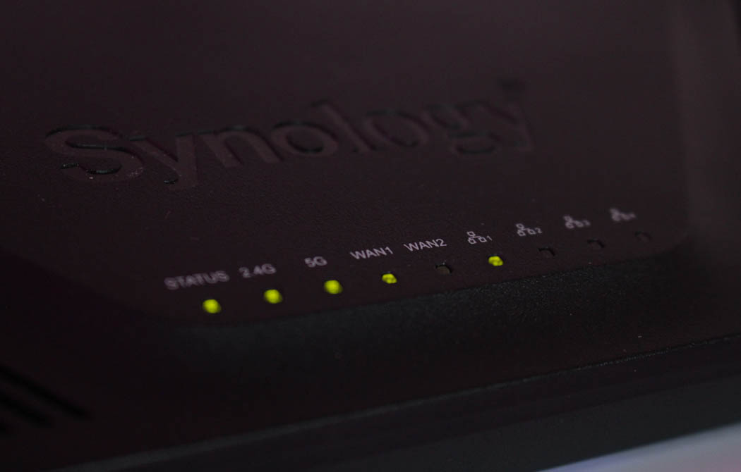 Review Synology RT2600ac Techandising leds