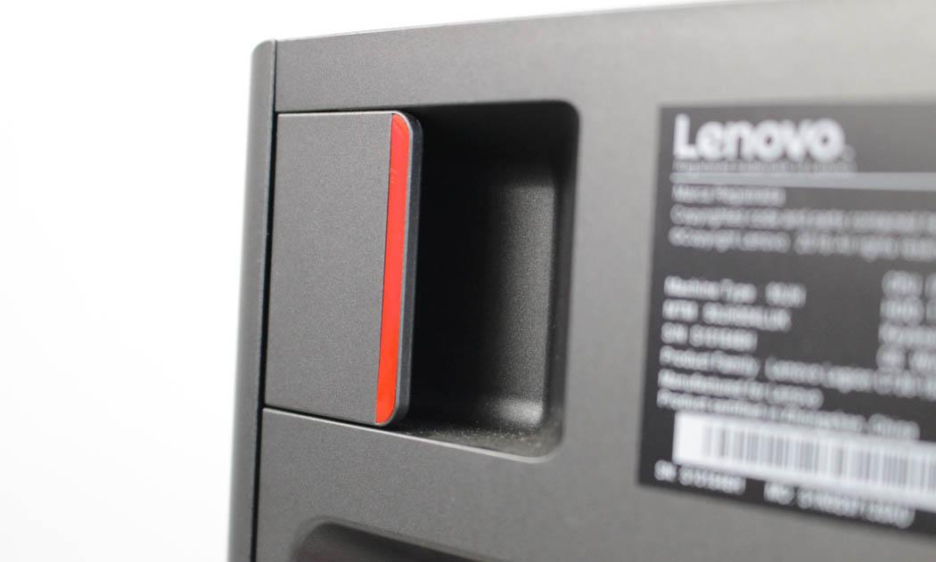 Review Lenovo Legion C730 Techandising pestaña liberación panel